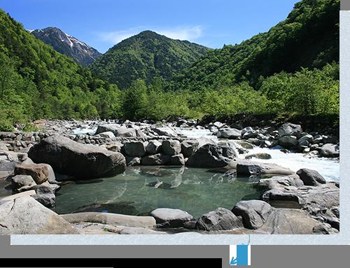 大自然を満喫しながら入る大露天風呂が人気です。