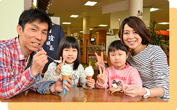 "How about dessert in cafe ""Kasagatake"" in Shin-Hotaka Onsen Station?"
