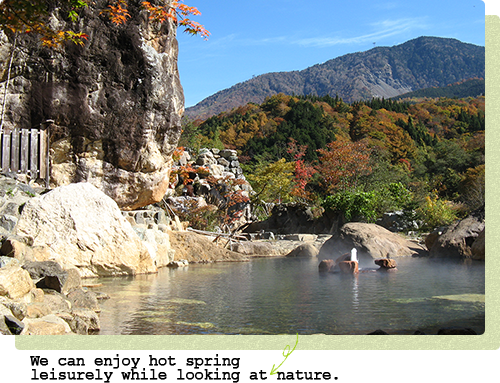 It is hot spring in spite of being view in Nature leisurely♪